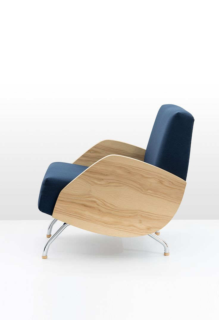 Model R 360. The version with wooden armrests (ash wood). Iconic design from 1959, manufactured by POLITURA since 2016.