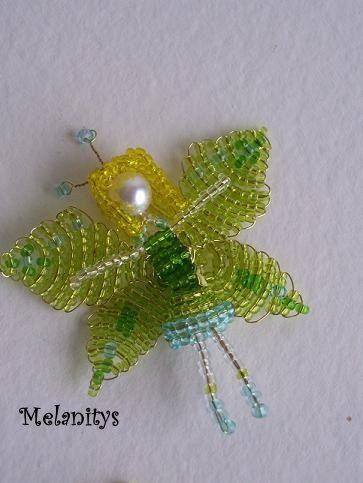 Une petite fée verte, d'après le livre Miniatures en perles de rocaille aux éditions LTA.