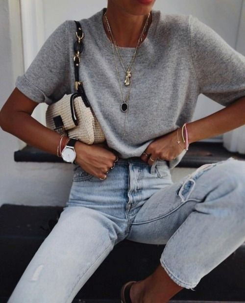 Spring outfit | Jeans | Gray shirt | Jewelry | Gold Jewelery | Necklace | Laying … # Spring outfit #Gold jewelry #Gray #Necklace