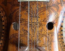 Hardingfele - ett av världens mest vackra instrument, både auditivt  och visuellt.
