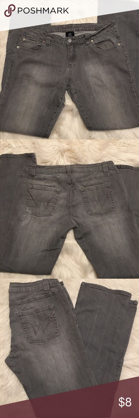 """🎉🎉Wet Seal Stretch Jeans🎉🎉 Gray stretch jeans, size 15R length 31"""", there is some discoloration by one of the back pockets as seen in the photos Wet Seal Jeans Straight Leg"""