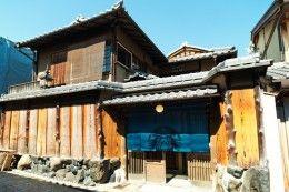 Aprirà+a+Kyoto+il+30+giugno+2017+e+precisamente+nella+via+chiamataNinenzaka,+una+delle+vie+caratteristiche+che+portano+al+sito+del+Kiyomizu-dera,+una+delle+attrazioni+turistiche+più+conosciute+di+Kyoto,+il+primoStarbucks+in+TATAMI+STYLE.++Sarà+posizionato+proprio+all'interno+di+un'+autentica+casa+antica+giapponese+risalente+a+100+...