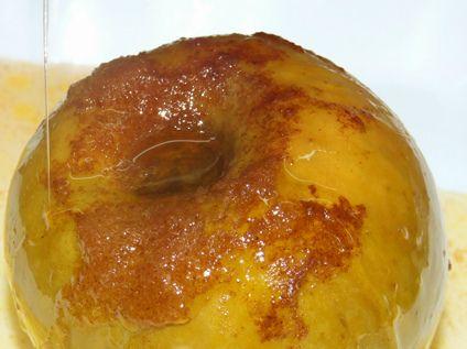 Очень полезный и эффектный десерт можно приготовить даже в пароварке! Здесь используется классическое сочетание яблок с корицей, за 20 минут в пароварке мякоть яблока полностью пропитывается медово-…