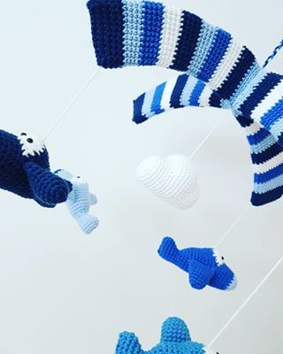 Til en måske kommende pilot ✈ ☆sponsoreret ☆ #pindeven #mayflowerknitting #hækle #crochet #baby #preggo #craft #børneværelse #hekling #bomuld #cotton #ti_tommelfingre #mayflowermoments #mayflower #babydesign #virka #diy #mayflowergarn #inspiration ##babymobile #indretning #Interiør #Amigurumiscandinavia #virka #handmade #crochetaddict #krea