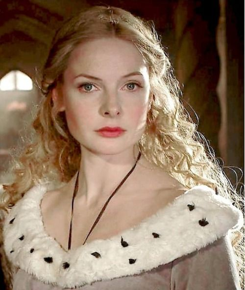 Westerosi delegation to England: Lady Cecile Lannister. Legitemised baseborn daughter of Dowager Queen Baela and King Philip I of France. Also known as Elisabeth Woodville, Queen consort of King Edward IV of England, and Louise Savoy, mother of King Francis I of France and Queen Marguerite of Navarre.