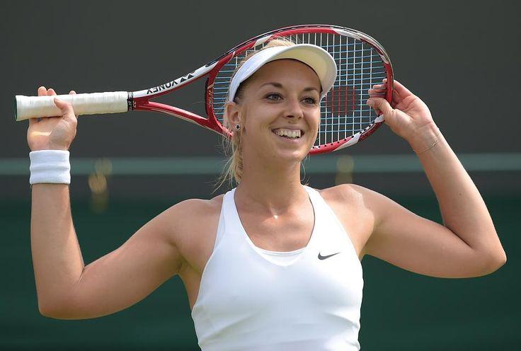 Vorjahresfinalistin Sabine Lisicki ist beim Grand Slam in Wimbledon als erste deutsche Tennisspielerin in die dritte Runde eingezogen.