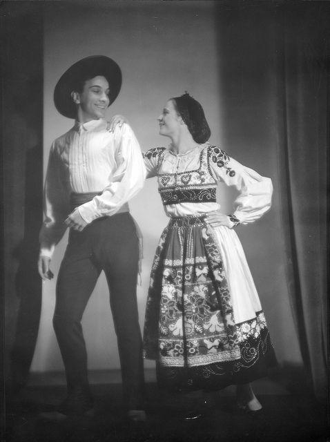 Fotógrafo: Estúdio Mário Novais: Data aproximada de produção da fotografia original: anos 40 do século 20.  [CFT003 101464.ic]
