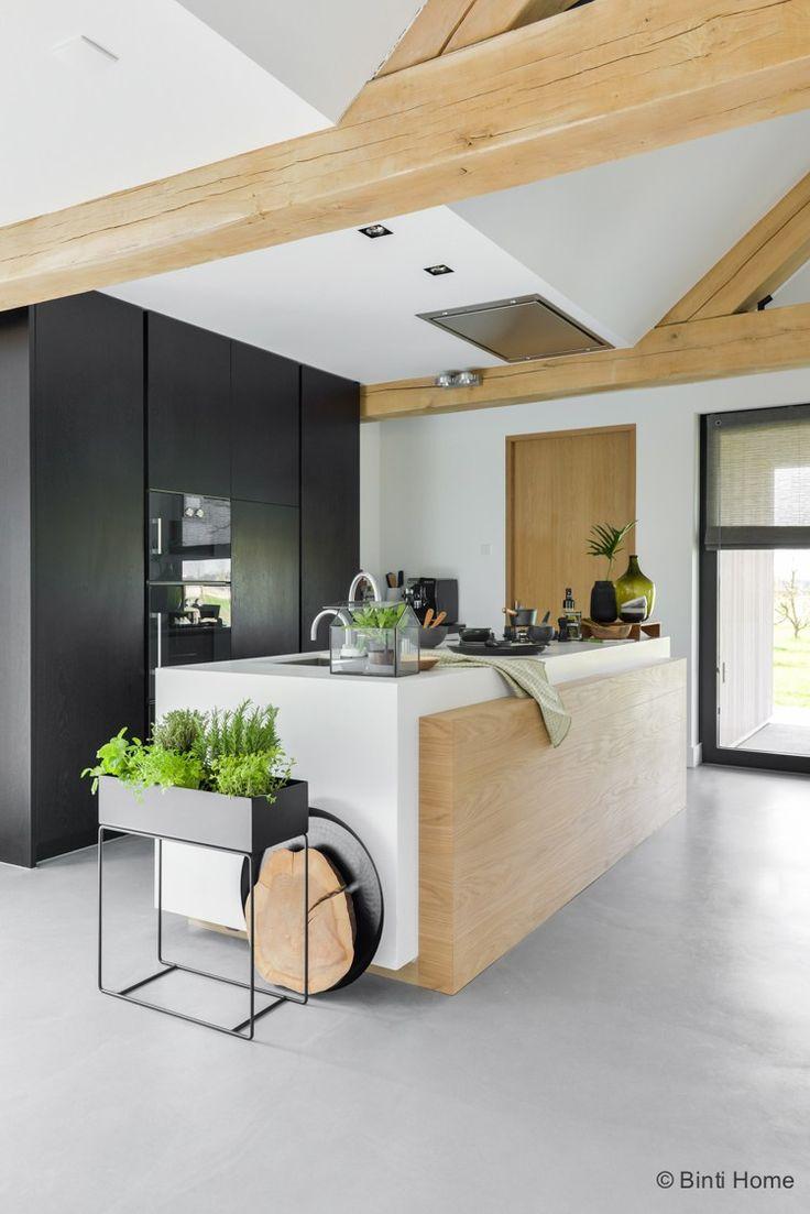 Op zoek naar inspiratie voor de keuken inrichting? Ik deel veel inspiratie vanuit mijn eigen huis maar ik vind het ook leuk om foto's te delen van andere interieurs. Zo fotografeer ik elke 1,…