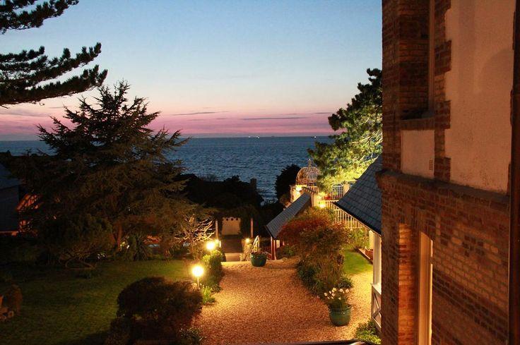 ☀️ Le soleil se couche sur la plage de Villerville ☀️ hôtel Le Bayeux  #normandie #normandy #soleil #coucherdesoleil #mer #bordemer #hotel #sunny
