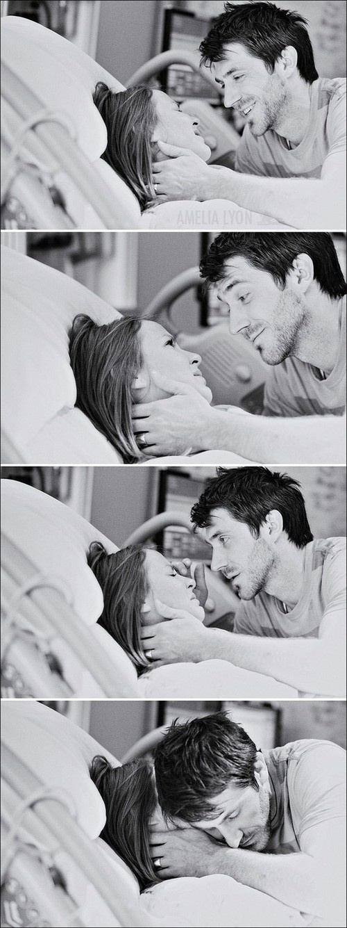 Husband and wife during labor. A moment of tenderness... I am in love.