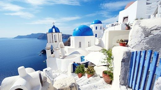 Beautiful white villages in Greece. Go islandhopping and see them all! #Europe #island #kilroy #travel #Greece #Explore #architecture