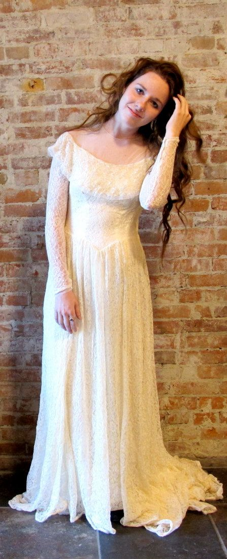 Vintage 1940s Lace Wedding Dress - Renaissance Cream Off White - Wedding Gown - Long Sleeve  - Lace Train  Small X Small  Sequins - Rare