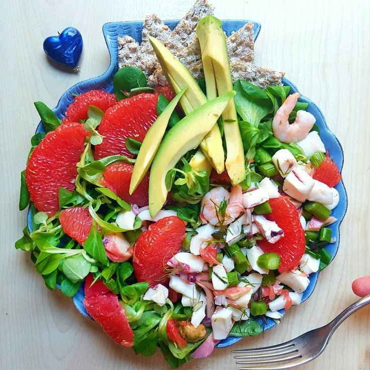 oh so quick&tasty #lunch with #avocado shrimps octopus mussels salad aaaaaand leftovers asparagus from yesterday i had a whole bunch and say bye bye to them now until next season look what a beautiful colours of a #grapefruit i found before when i cleaned the kitch whyyyy did nobody pick it from the box I DO iDO! i rarely eat it dunno why i totally should more! now i'm going to auntiebounty WEend trippppping with and definetely melt are they going to share me in the icecream flav offering…