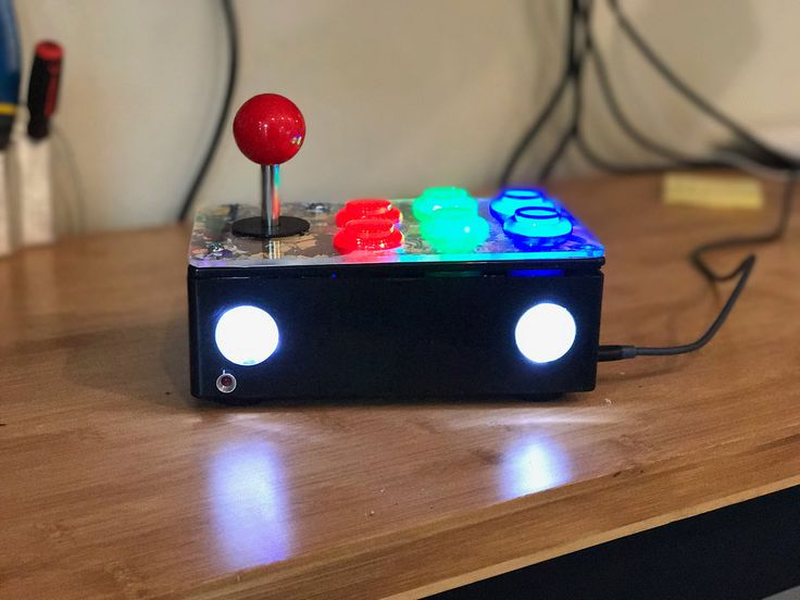 http://ift.tt/2uxd0Ue built an all-in-one arcade joystick containing a Raspberry Pi for mad retro gaming :)