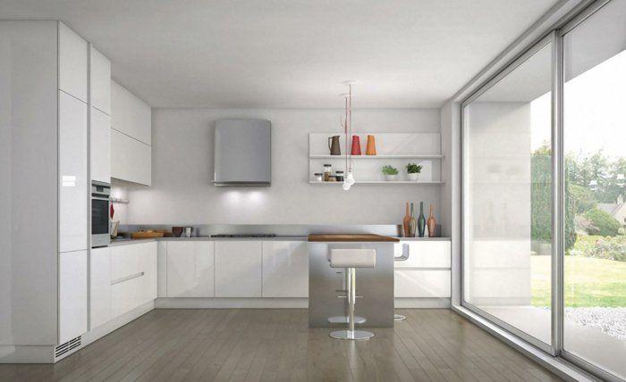 les cuisines blanches de luxe avec une porte coulissante et un ilot de cuisine central