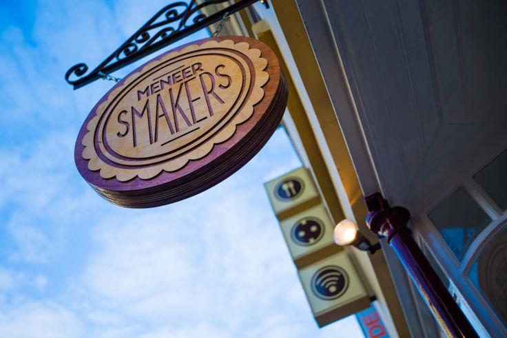 Spots for the #weekend: #burgerbar Meneer #Smakers in Utrecht - De eigenaren van hamburgerbar 'Meneer Smakers' hebben een prachtig, #vintage en trendy plek gecreëerd waar je gezellig met je vrienden kunt eten voordat je de stad in gaat.