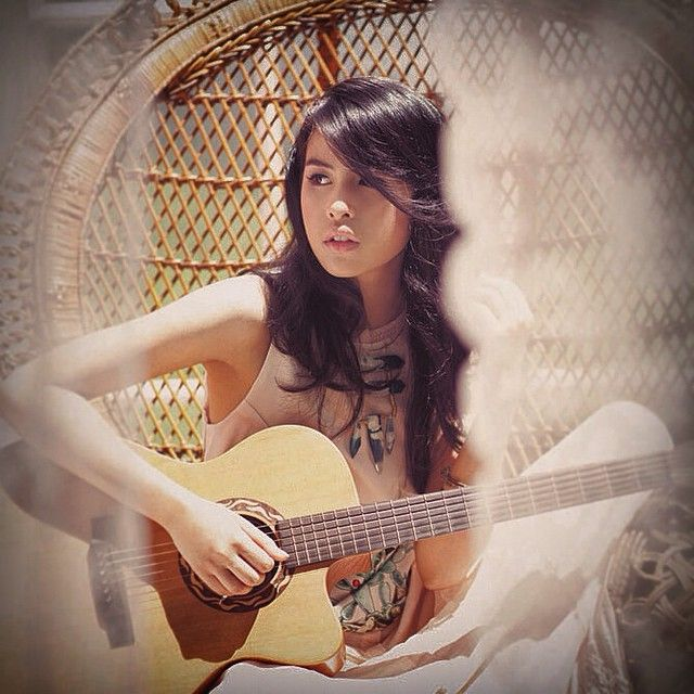 Maudy With Guitar