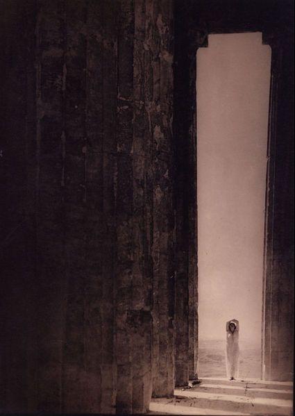 File:Edward Jean Steichen - Isadora Duncan in the Parthenon, Athens - Google Art Project.jpg