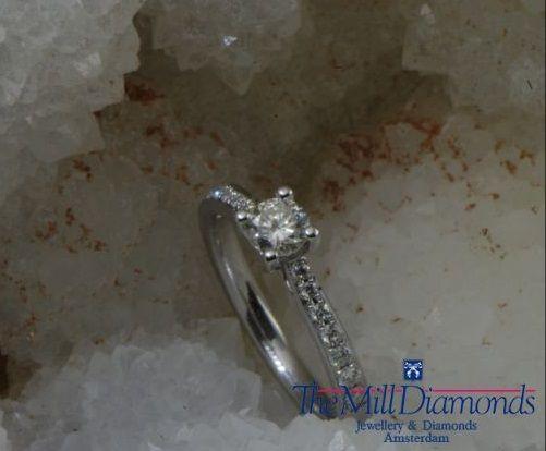 Solitair diamond engagement ring