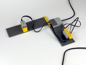 Test distance variable of Lego WeDo motion sensor 9583. Construction alarm with Lego WeDo and Scratch.