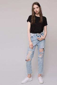 [PULL AND BEAR] En el Black Friday, hazte con los jeans perfectos de PULL & BEAR #Modalia   http://www.modalia.es/marcas/marcas/9471-black-friday-pull-and-bear-jeans.html