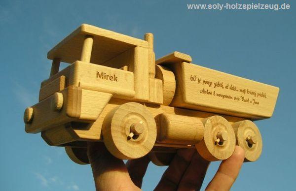 Spielzeug aus Holz, LKW Kipper mit Gravur