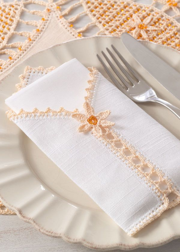 Pattern for a napkin holder and place mat with beads