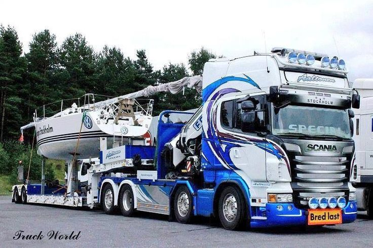 Stunning Scania with a knuckle boom crane behind the cab....✌️