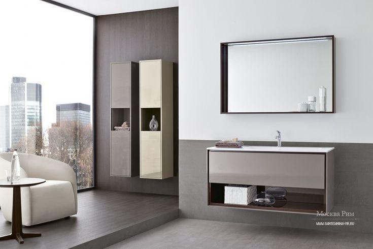 Гарнитур для ванной Frame от итальянского производителя Oasis. Включает тумбочку с встроенной раковиной зеркало и настенные шкафы с открытыми и закрытыми полками. Материал - массив древесины. Поверхность покрыта глянцевым лаком. Зеркало дополнено встроенной подсветкой.