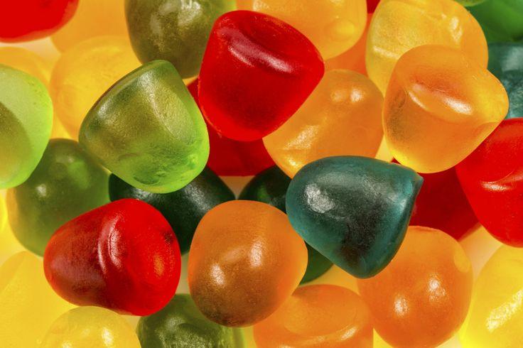 Las gomitas... ¿a qué niño no le gustan? Yo creo que a todos. Si te preguntas cómo darles esta dulce golosina sin que consuman exceso de conservantes o químicos, aquí en Otra Medicina te daremos algunas recetas de gomitas orgánicas y naturales que realmente te encantarán. Gomitas naturales de naranjaIngred