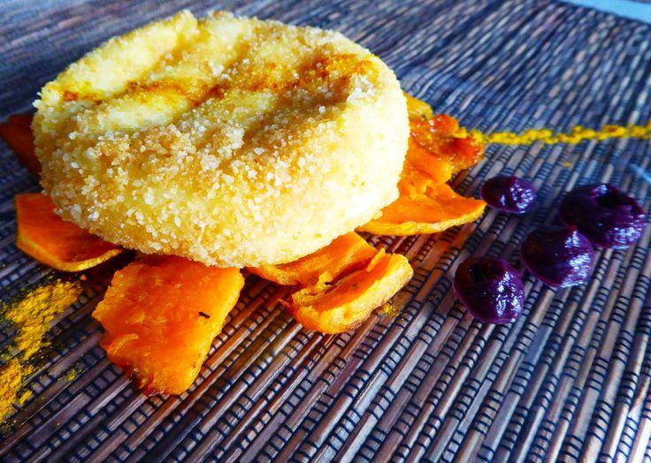 Tomino fritto con zucca, carote nere e curcuma Per la ricetta: http://www.frittomistoblog.it/2015/01/tomino-fritto-con-zucca-carote-nere-e.html
