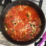 De week voor de vakantie staat in hef teken van de voorraadkast, koelkast en vriezer zoveel mogelijk leeg eten. Eerste maaltje: tomatenrisotto met bacon en courgette. Recept volgt als het smaakt ;) #foodporn #ohmyfoodness #risotto #italianfood