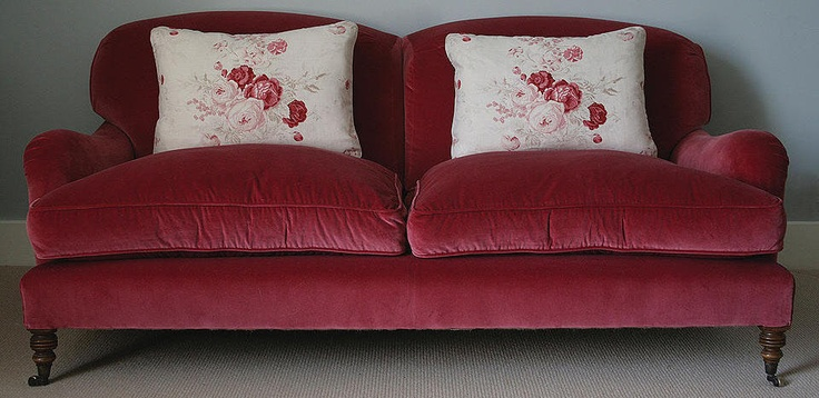 Kate Forman ~ really lovin this sofa.