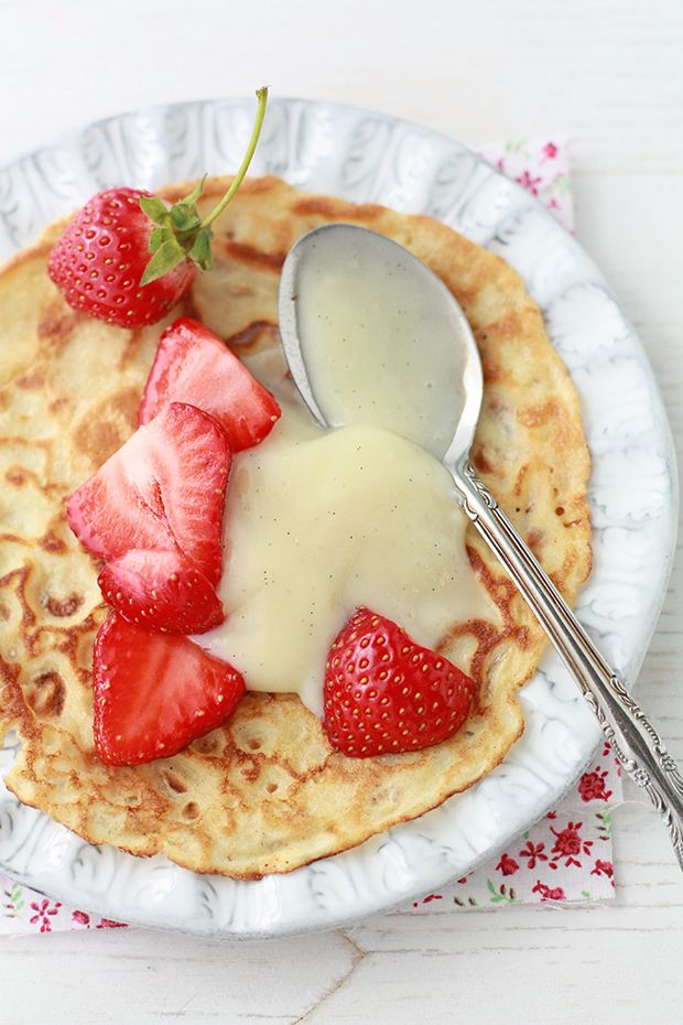 Crêpes with strawberries and pastry cream