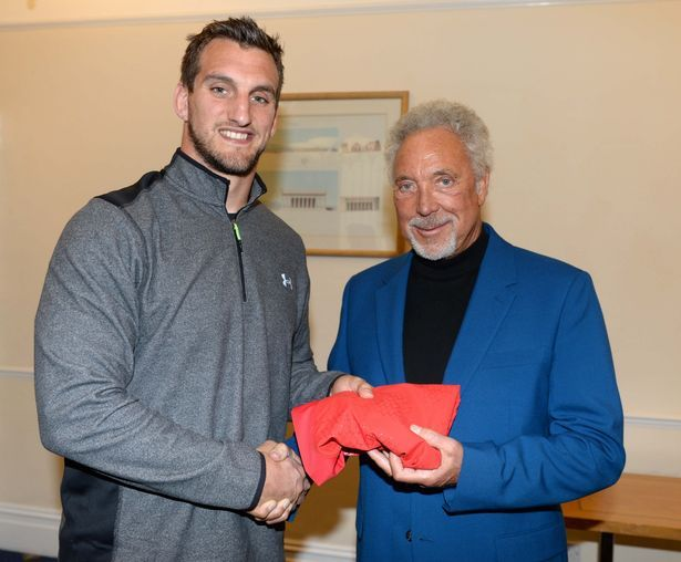 Tom Jones presents Sam Warburton with his jersey ahead of the England v Wales - 26th September 2015