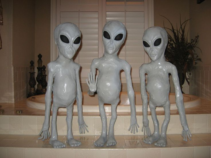 17 best images about halloween on pinterest pencil for Alien decoration