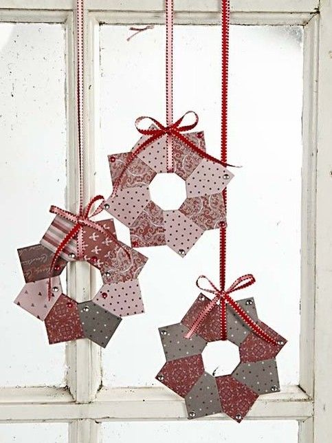 Origami wreath -- same look, but a different way than I know -- must try to see which works best