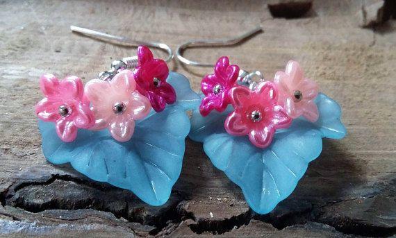Bekijk dit items in mijn Etsy shop https://www.etsy.com/nl/listing/468799108/bloem-oorbellen-op-turquoise-bladmooie