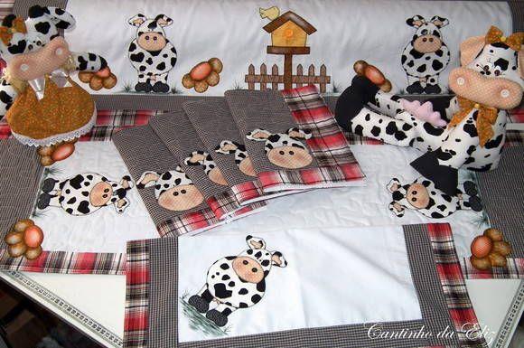 Este kit contem: Bandô para cortina 1,50, jogo americano 4 pç, toalha de fogão, trilho de mesa 40x1,20, peso de porta e enfeite de vaca.  Monte seu Kit temos todas as peças. R$ 510,00