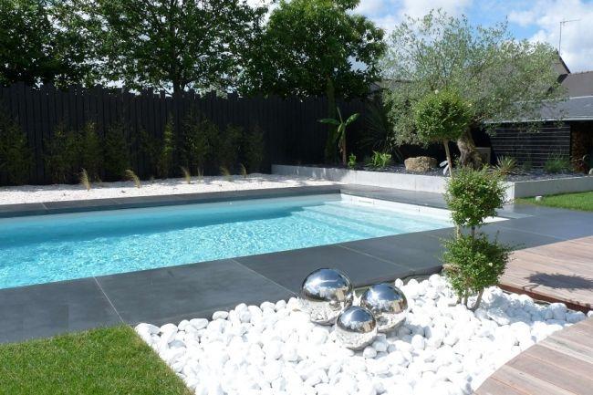 Beau #jardin #contemporain avec #piscine http://www.m-habitat.fr/amenagement-de-jardin/jardin-par-style/creer-un-jardin-contemporain-2747_A