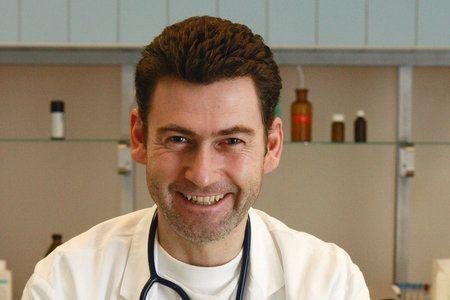 Radim Fiala (42) alias Doktor Petr Hanák