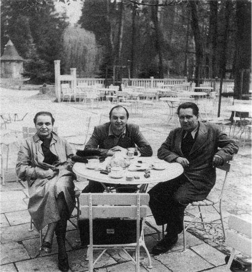 Los surrealistas checosToyen, Jindřich Heisler y Karel Teige en su capital, Praga en 1940