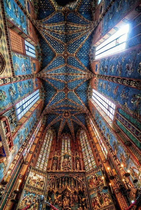 The altar in St. Mary's Basilica in Kraków, Poland, by well-known German sculptor Veit Stoss. Circa 1489 http://www.travelbrochures.org/210/europa/tourism-in-poland