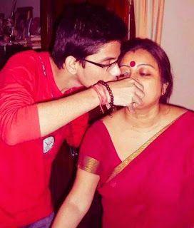 Very Helpful Mom - hindi Incest sex stories