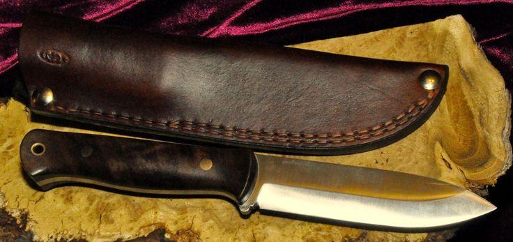 Ręcznie wykonany nóż i ręcznie wykonana pochwa