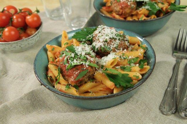 Paolo Roberto älskar sin italienska pasta med köttbullar, tomatsås och god parmesan.