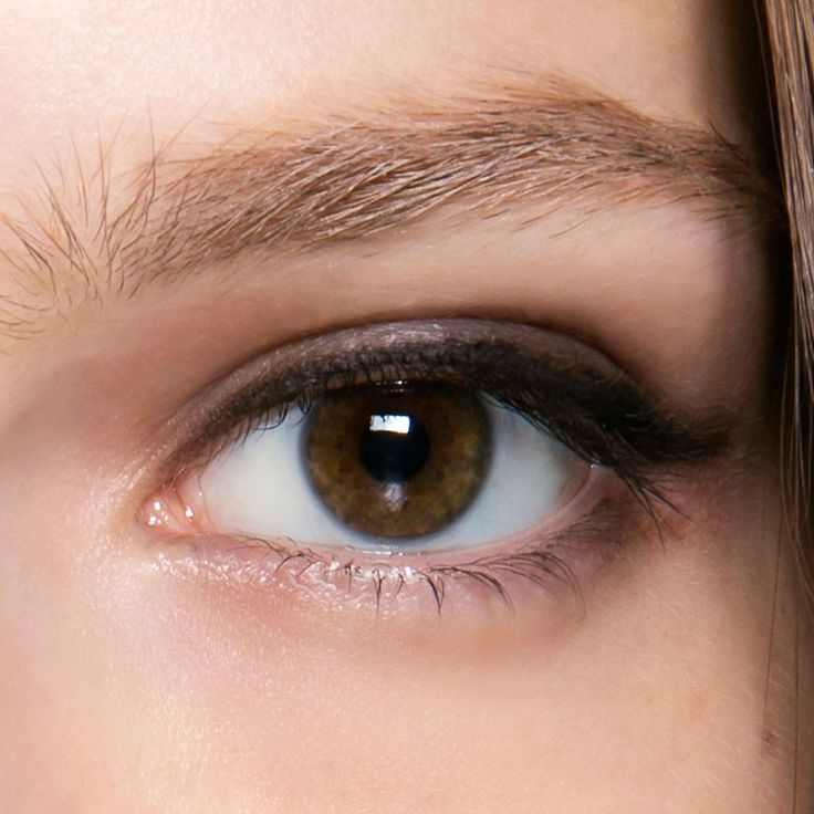 Maquillage yeux marron discret