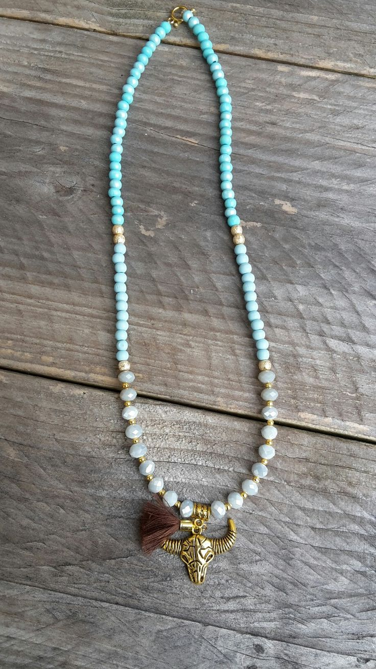 Nieuw.. the musthave necklace of the season!!! 😃💖😎 Go get it now, only 2 available  Groene ketting, kralen ketting, gouden ketting, bedel ketting, houten kralen ketting, lange ketting, ketting voor haar, najaarscollectie