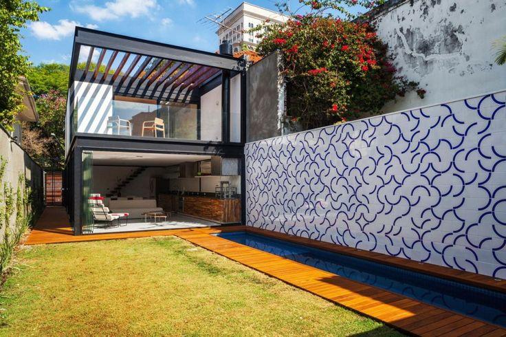 Casa 7×37 by CR2 Arquitetura - seinal on kasutatud Agro Buchtali Chroma II Play plaati