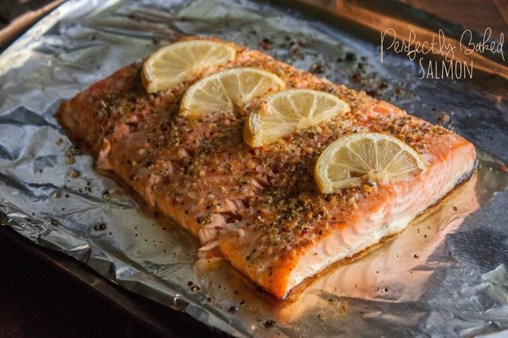 Perfectly baked salmon, how to bake salmon, 4 ingredient salmon, how to buy salmon, tips and tricks for buying salmon, baked center cut sockeye salmon, baked center cut salmon Recipe here: http://www.sweetphi.com/perfectly-baked-salmon-ecookbook-news/